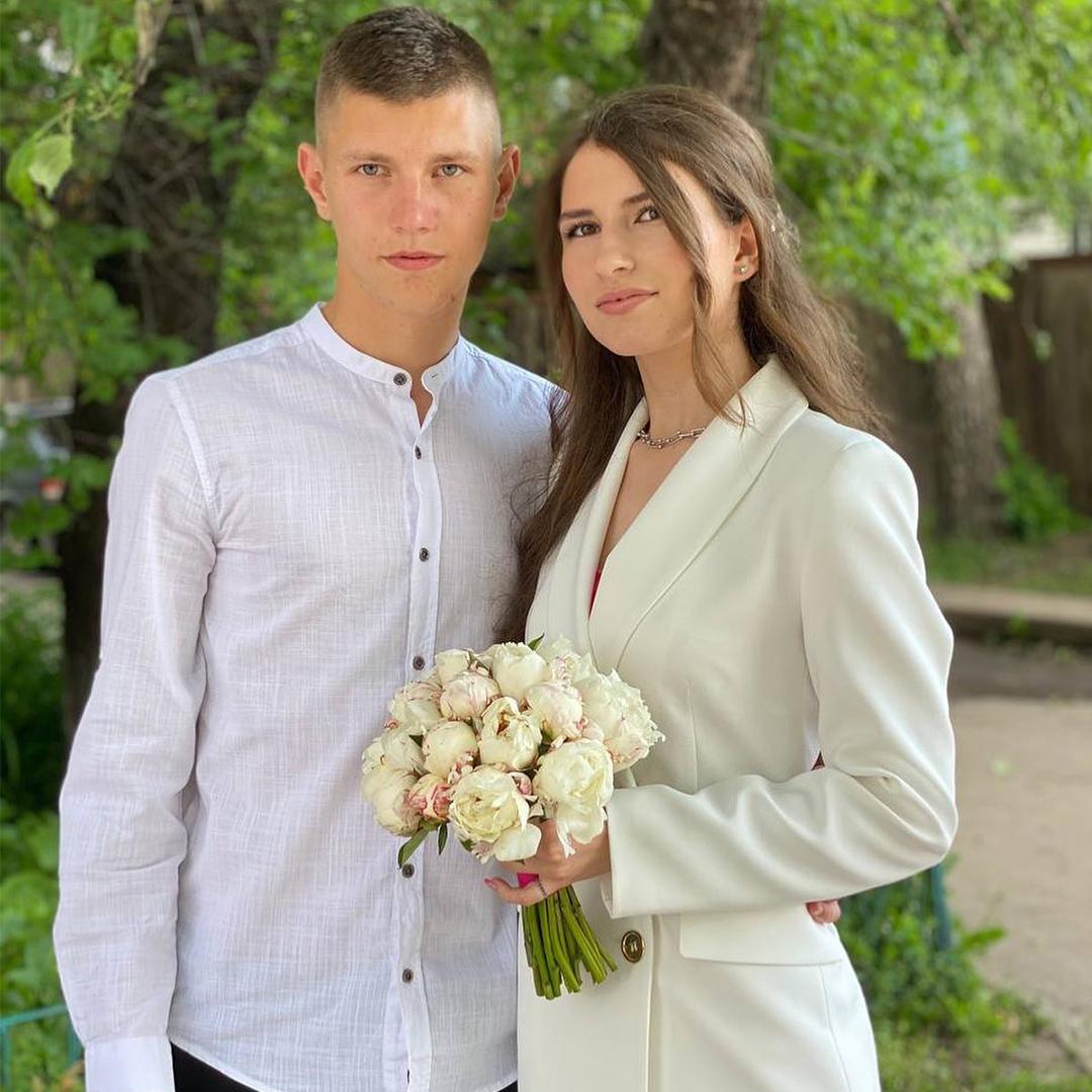 Вітаємо Валерія та Вікторію Гайван з одруженням